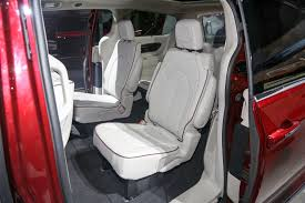 Suvs With Captain Chairs Second Row by Top 15 Coolest Features Of The All New Chrysler Pacifica