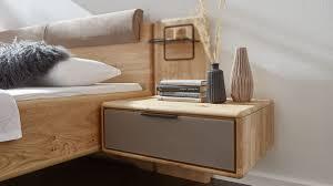 interliving schlafzimmer serie 1015 nachtkonsole 1644 sienafarbenes mattglas wildeiche breite ca 65 cm rechts