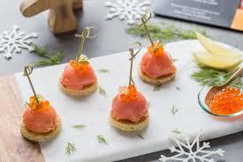 canapés saumon fumé apéritif festif dômes de saumon fumé au fromage frais et fenouil