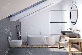 dachboden badezimmer interieur mit einem hölzernen regal zwei waschbecken stehen darauf einen runden spiegel eine badewanne und eine toilette