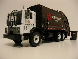 First Gear Republic Services Rear Load Garbage Truck. | Flickr