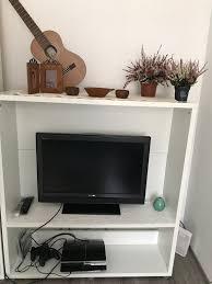 wohnzimmer regal und tv fernseher gestell