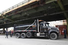 100 Garbage Truck Accident Two Injured After Theyre Hit Bit Sanitation Truck In Brooklyn