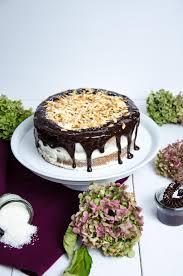 karotten mandel torte mit kokosfrosting und schokoglasur