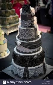 dekorative schwarze und graue hochzeitstorte kuchen