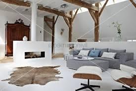 offener wohnraum im stilmix zwischen modern antik und