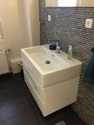fliesen legen badezimmer sanieren laminat verlegen in