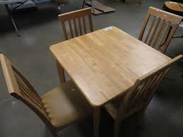 MAPLE DINING ROOM TABLE & 4 CHAIRS (42.75