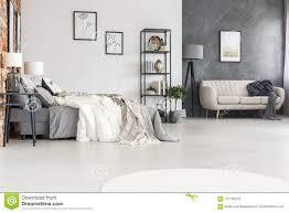 schwarze möbel stilvolles sofa und ein gemütliches