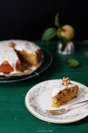 apfel möhren kuchen mit kandierten walnüssen und honig