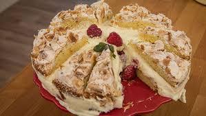 amaretto torte mit mandel limetten baiser