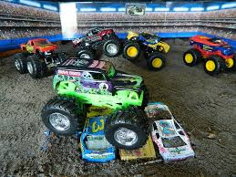 Monster Jam Monster Truck Jumps Toys - YouTube