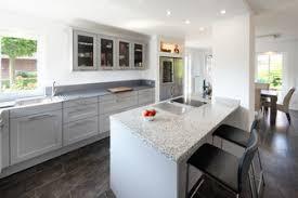 75 küchen mit granit arbeitsplatte ideen bilder april