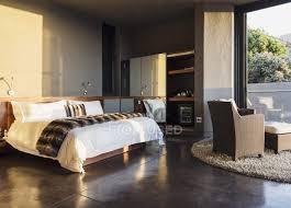 sessel und bett im modernen schlafzimmer home designer