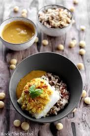 cuisine au lait de coco cabillaud en croute de macadamia sauce au lait de coco et curry