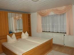 ferienwohnungen häuser mengelberg schlafzimmer bäder