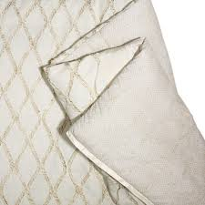 vince camuto launches bedding