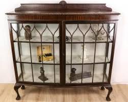 antike englische vitrinen
