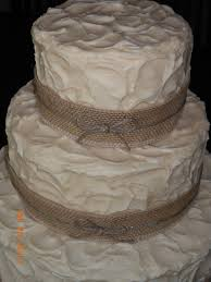 Rustic Burlap Wedding Cake See All Those Sensuous Swrils In The Frosting Dont Just Happen It Is Almost An Art Like Piping