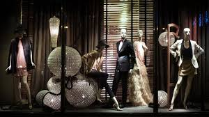 SHOP DISPLAY WINDOW CLOTHING