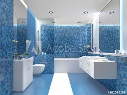 modernes bad badezimmer mit farbigen fliesen blau weiss