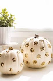 Diy Pumpkin Carriage Centerpiece by Best 25 Gold Pumpkin Ideas On Pinterest Pumpkin Decorations