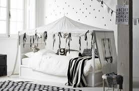 ikea chambre transformer le lit ikea kura 15 idées ikea hacks déco clematc