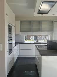 grau weiße küche dunkler boden haus küchen küchen design