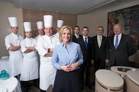 equipe de cuisine hôtel de ville de crissier cette équipe poursuit le travail de