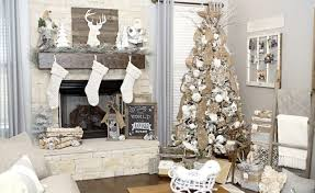 Neutral Rustic Farmhouse DIY Christmas Tree