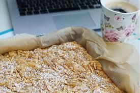 der kollegenkuchen vom blech perfekt fürs büro die mandelknusperwolke