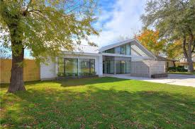 100 Modern One Story House Midcentury Modern Style New Home In Austin Is Listed For