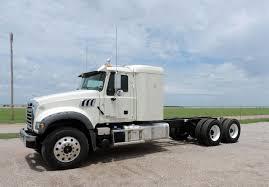 Mack Trucks: May 2017