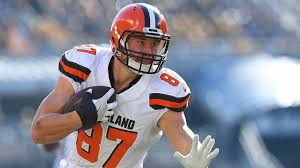 Wife Of Browns Tight End Seth DeValve Says Hes Not A White Savior