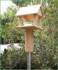 New Zealand Made Pole Mounted Bird Feeders Roofed Bird Feeder