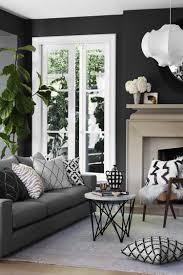 wandfarbe schwarz anthrazit graue möbel weiße fensterrahmen