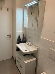 waschbeckenunterschrank hängeschrank mit spiegel licht