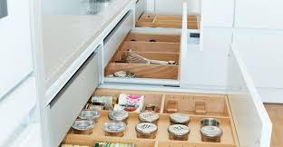 weisse küche in hochglanz schlicht und aufregend zugleich