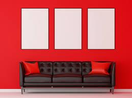 gruppe bilderrahmenmodell mit schwarzem sofa im roten