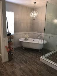 Chandelier Over Bathroom Sink by Best 25 Bathroom Chandelier Ideas On Pinterest Master Bath