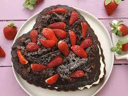 herz schokokuchen mit erdbeeren