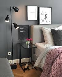 mur noir avec le mur sombre est un atout confortable dans