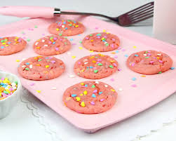 VIDEO} Strawberry Confetti Cake Mix Cookies Lindsay Ann Bakes
