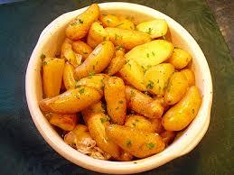 cuisiner des pommes de terre ratte pommes de terre au four facile la recette facile par toqués 2 cuisine