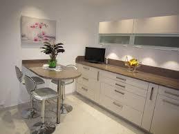 cuisine beige réalisation cuisines couloir modèle beige rosé avec plan granit