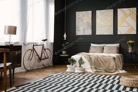 modernes schlafzimmer mit schwarzer wand foto bialasiewicz auf envato elements