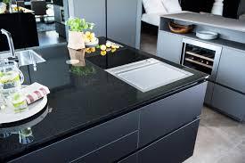 schwarz ist das neue weiß schwarze küchen strasser steine
