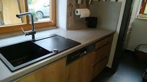 küche nobilia weiß hochglanz eiche grifflos betonoptik siemens