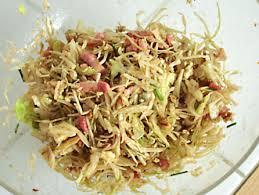 cuisiner le chou blanc en salade recette salade chou blanc roquefort et noix cuisinez salade chou
