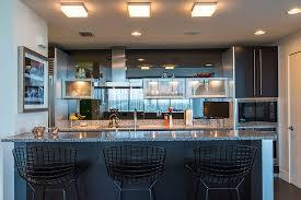 deco interieur cuisine appartement de centre ville à la décoration éclectique en floride